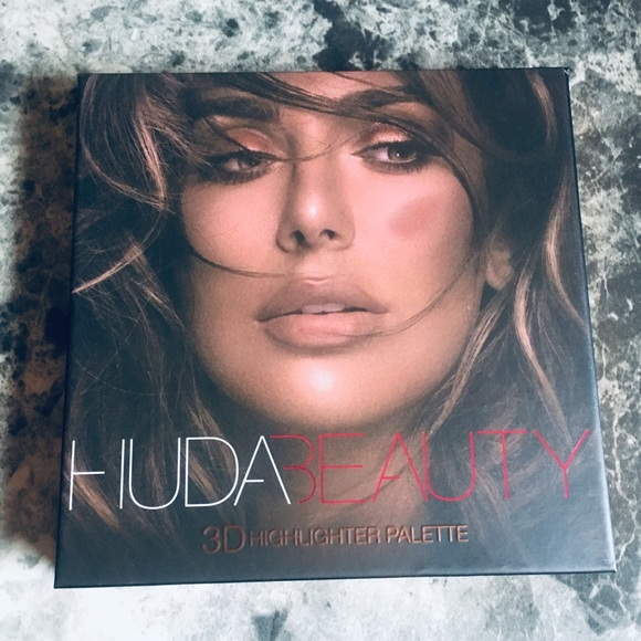 HUDA BEAUTY Other - 3D Highlighter Palette in Bronze Sands